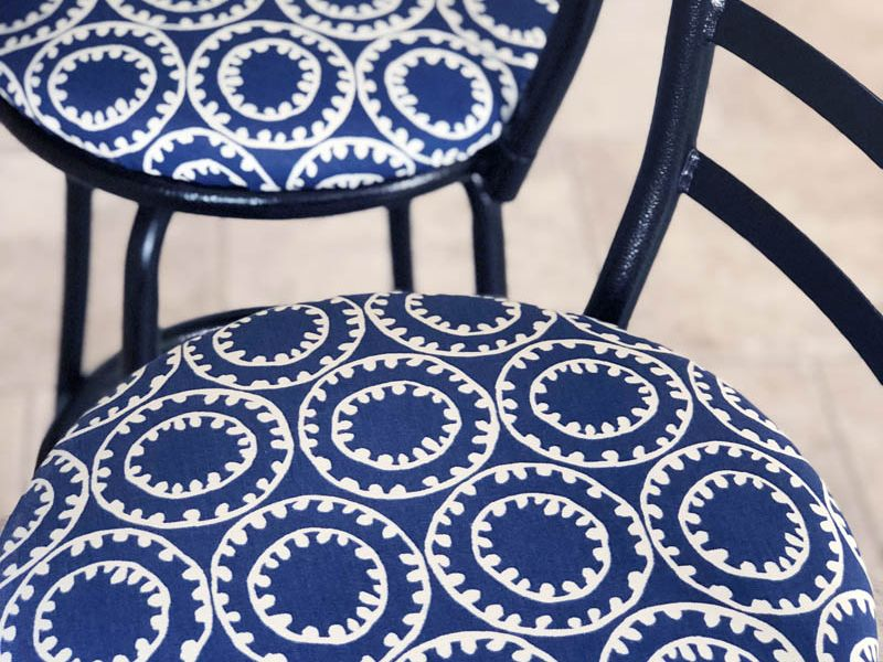 beach-cottage-blue-patterned-seating.JPG